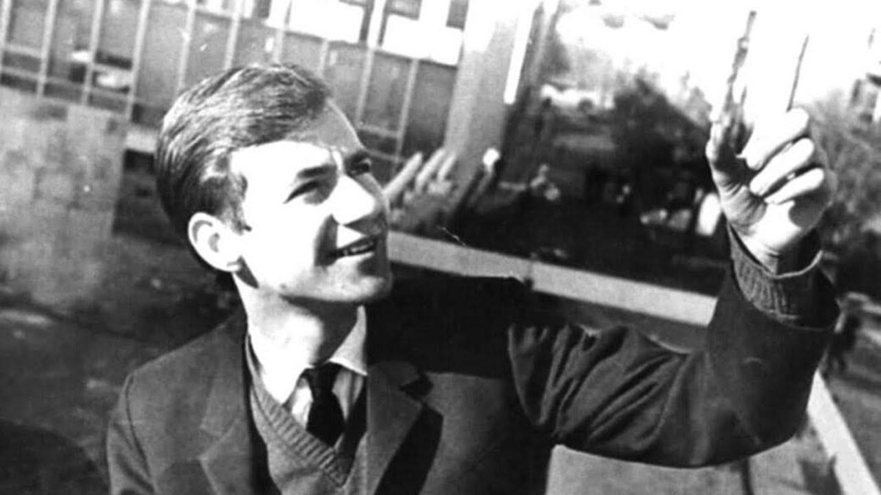 Arkadaş. Z. Özger'in hayatı çizgi öykü oluyor: Pencereyi kapama gök dolabilir içeri...